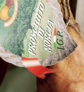 Frascaro frazione di Norcia 01 ottobre 2009 Prosciuttificio Patrizi Reportage sulla lavorazione del prosciutto di Norcia dalla salatura alla stagionatura Nella foto Fotografie di Renato Franceschin